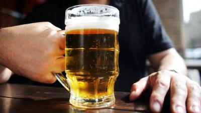 Drinking pint of beer a day helps boost men's performance in bed